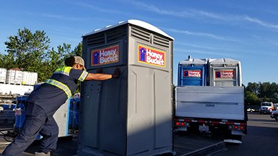 loading porta potty